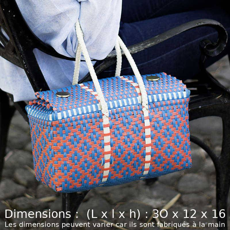 "Femme portant au coude un sac cabas orange-bleu ""Frida"""
